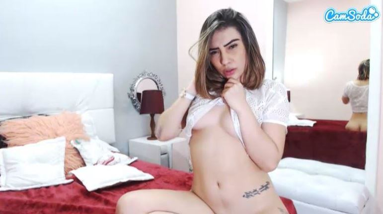 CamSoda model stripping for her viewers