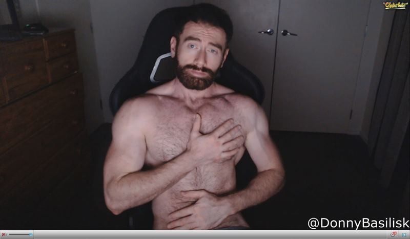 Hairy muscled stud on Chaturbate