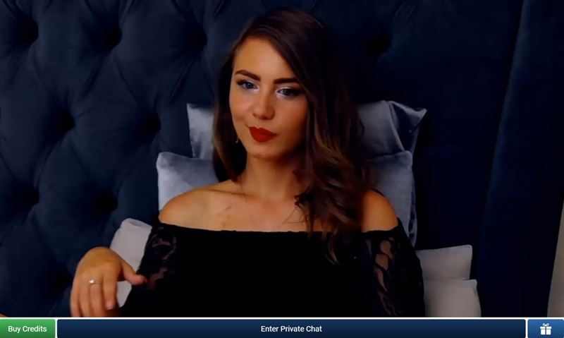 Tanned cam girl on ImLive chatting with a viewer